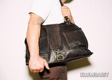 8be6be42c4e9 Должен ли мужчина по этикету носить женщине сумку?